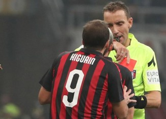 Higuain squalificato
