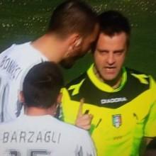 La testata di Bonucci all'Arbitro Nicola Rizzoli